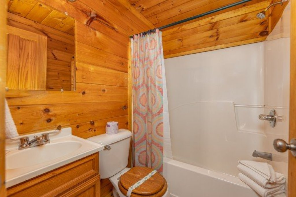 Photo of a Pigeon Forge Cabin named Family Getaway - This is the twenty-second photo in the set.