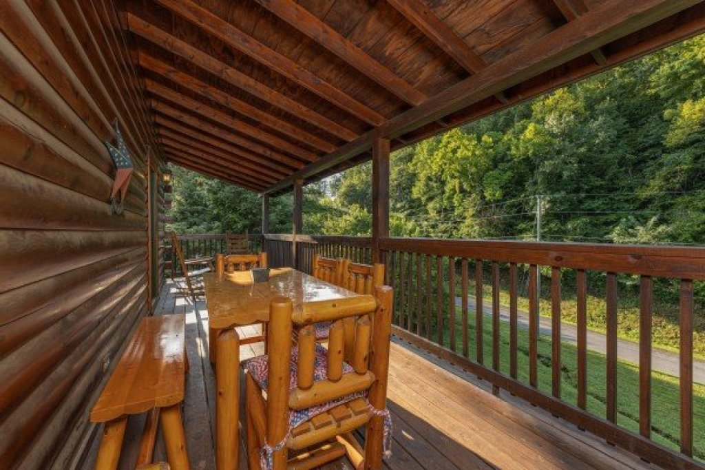 Photo of a Pigeon Forge Cabin named Family Getaway - This is the sixth photo in the set.