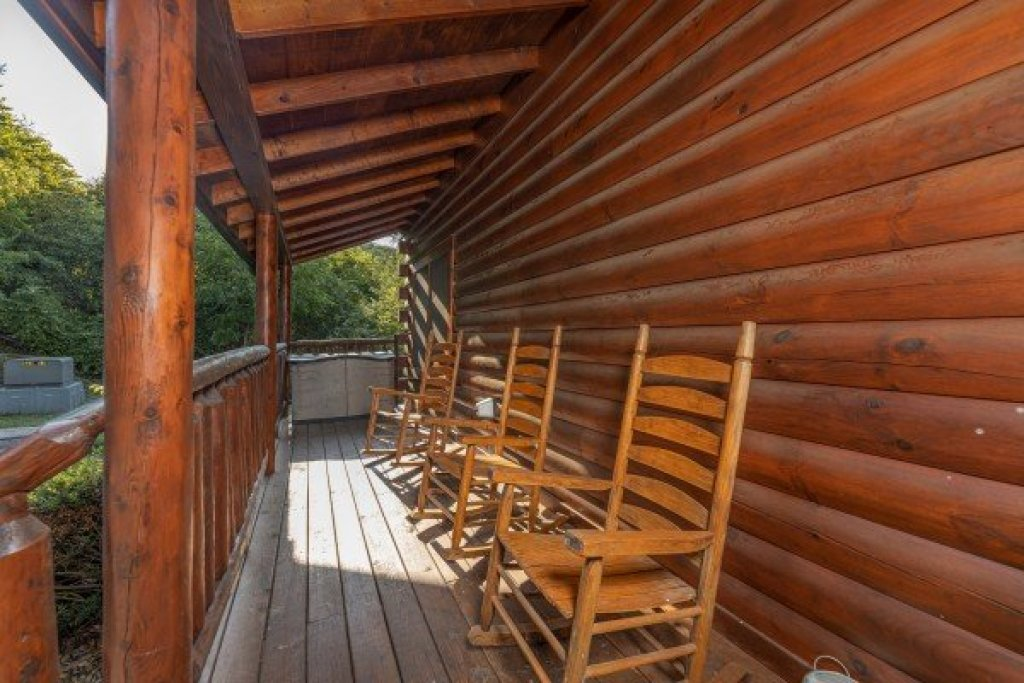 Photo of a Pigeon Forge Cabin named Family Getaway - This is the twenty-eighth photo in the set.