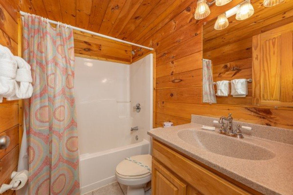 Photo of a Pigeon Forge Cabin named Family Getaway - This is the twenty-fifth photo in the set.