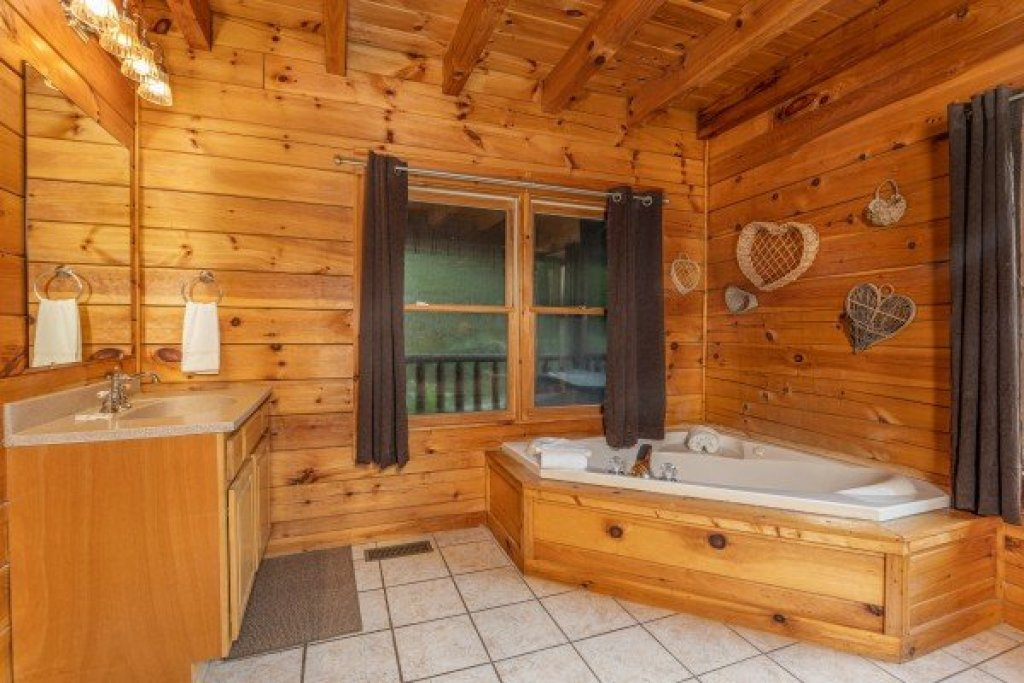 Photo of a Pigeon Forge Cabin named Family Getaway - This is the tenth photo in the set.