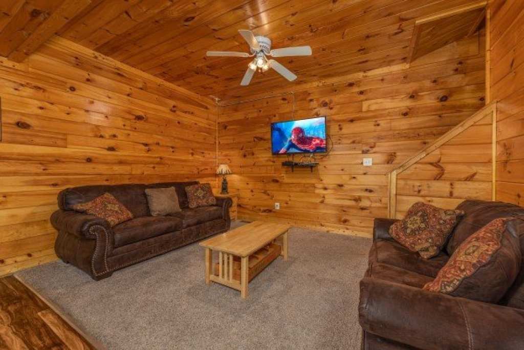 Photo of a Pigeon Forge Cabin named Family Getaway - This is the eighteenth photo in the set.