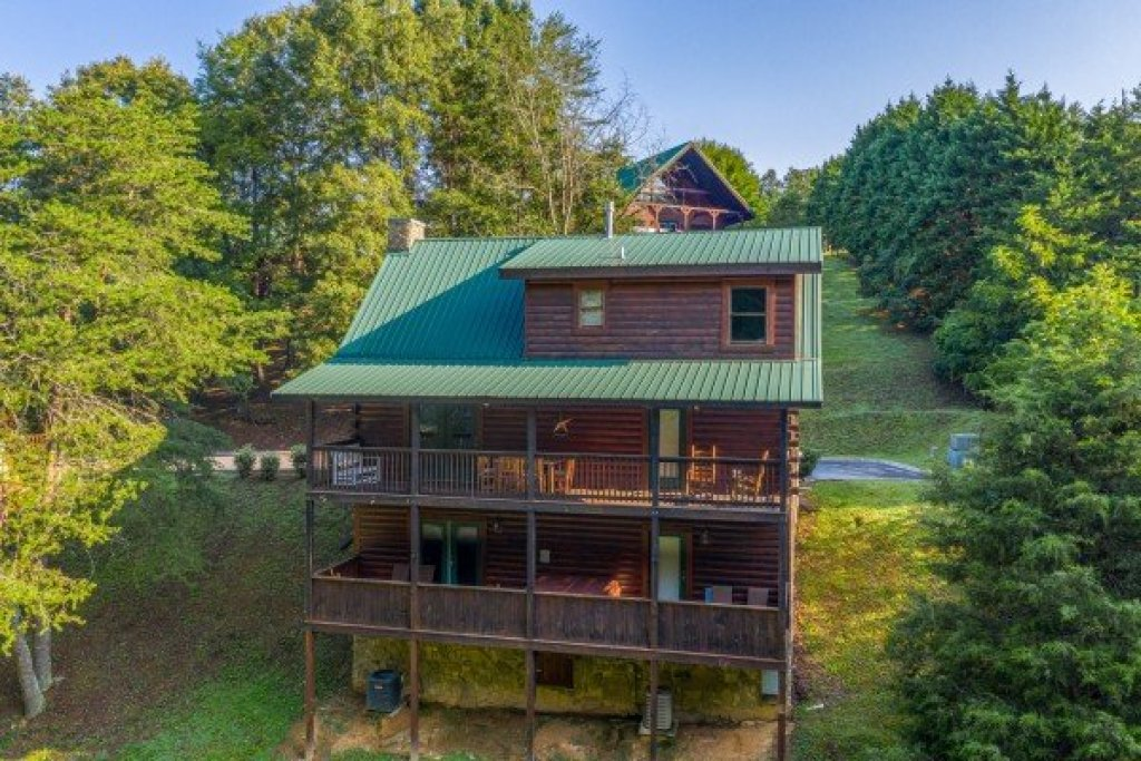 Photo of a Pigeon Forge Cabin named Family Getaway - This is the thirtieth photo in the set.