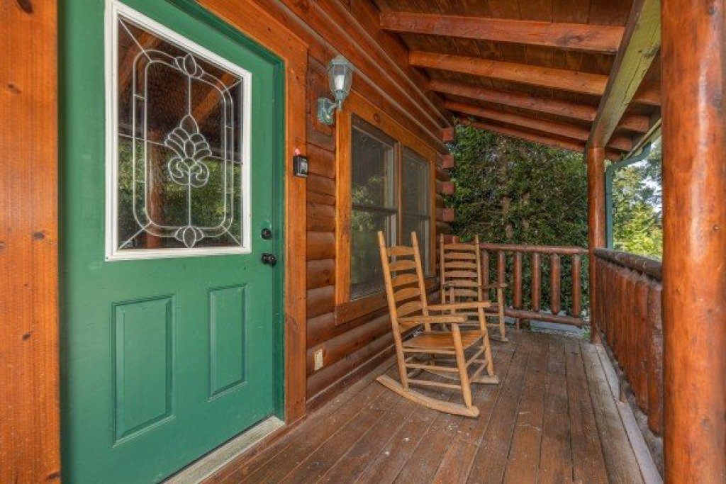 Photo of a Pigeon Forge Cabin named Family Getaway - This is the twenty-ninth photo in the set.