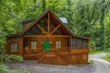 A 3 Bedroom, 3 Bathroom, Luxury Cabin For 10; Semi-secluded On 12 Acres.