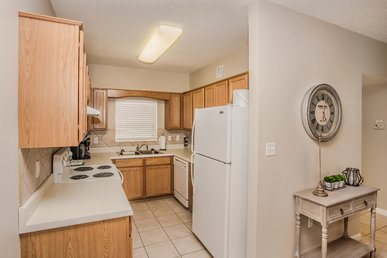 2 Recliners, Riverside 2 Br, Virtual Check-in, Walk To Parkway