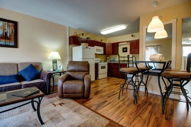 Super Clean 1 Br, Sleeps 4, Walk To Everything In Pf, Indoor Pool Open
