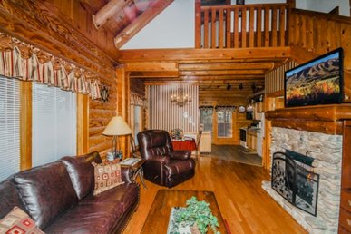 Smoky Mtn Cabin, Private Hi Speed Internet, Tri-level 2 Br, Sleeps 8