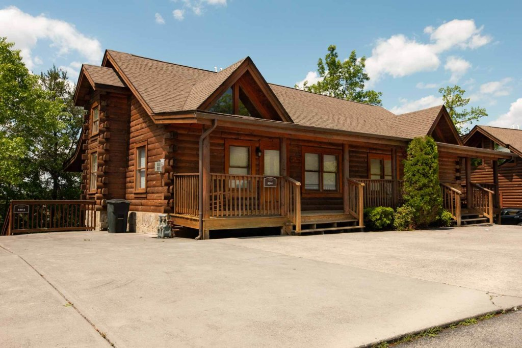 Photo of a Pigeon Forge Cabin named 839a Golf View Cabins Rockin' Robin - This is the first photo in the set.