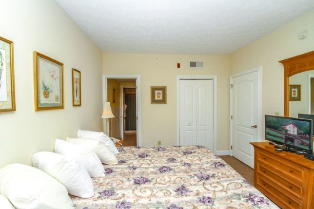 Photo of a Pigeon Forge Condo named 1103 Golf View Towers Smoky Bear - This is the fifteenth photo in the set.