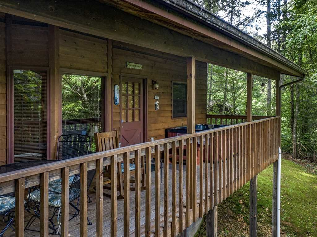Photo of a Gatlinburg Cabin named Between Here & There - This is the twenty-second photo in the set.