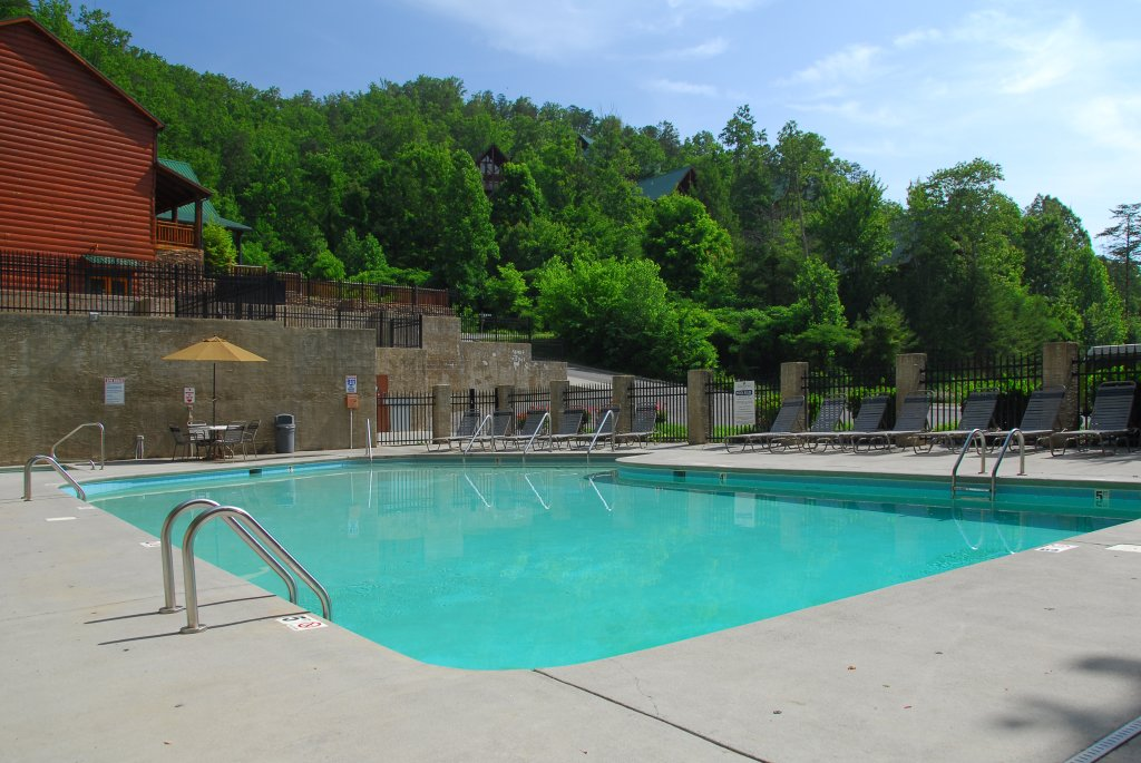 Photo of a Pigeon Forge Cabin named Poolin' Around - This is the thirtieth photo in the set.