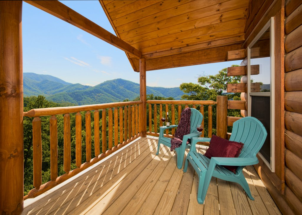 Photo of a Pigeon Forge Cabin named Poolin' Around - This is the twentieth photo in the set.