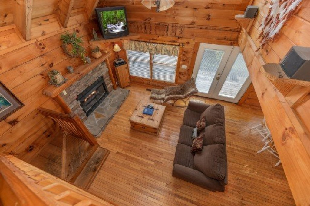 Photo of a Pigeon Forge Cabin named American Beauty - This is the sixteenth photo in the set.