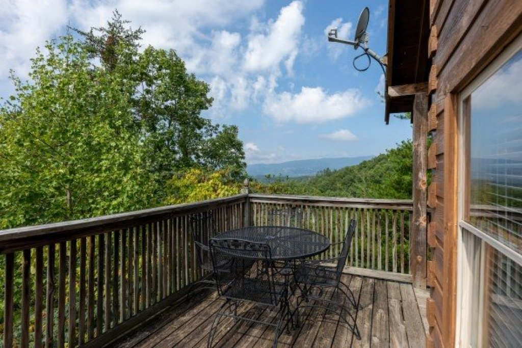 Photo of a Pigeon Forge Cabin named American Beauty - This is the seventh photo in the set.