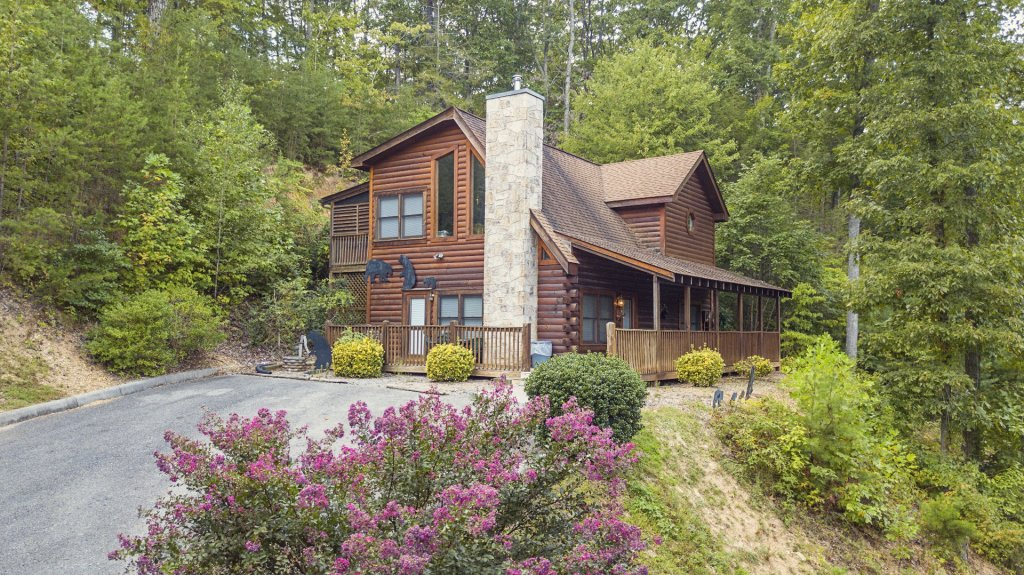 Photo of a Pigeon Forge Cabin named  Black Bear Hideaway - This is the first photo in the set.