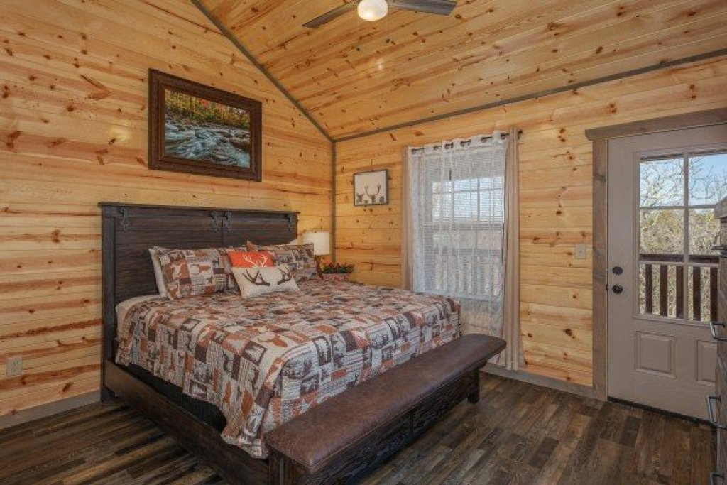 Photo of a Pigeon Forge Cabin named Allstar Pool Lodge - This is the seventeenth photo in the set.