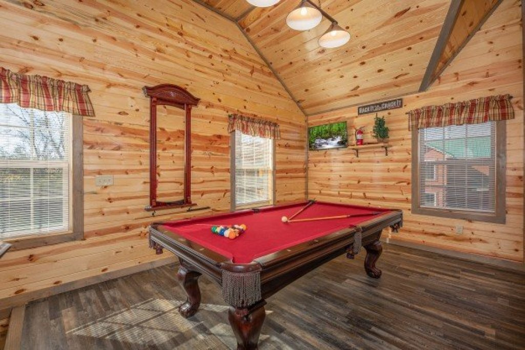 Photo of a Pigeon Forge Cabin named Allstar Pool Lodge - This is the fifteenth photo in the set.
