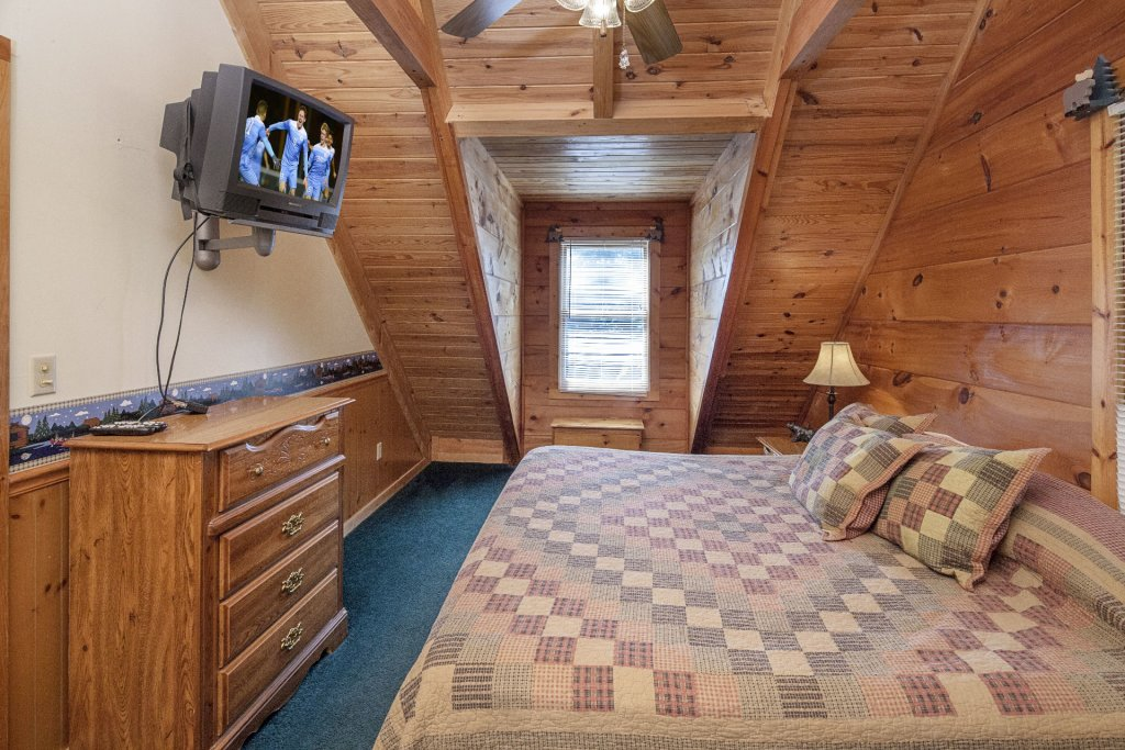 Photo of a Pigeon Forge Cabin named  Bear Naked - This is the fourteenth photo in the set.
