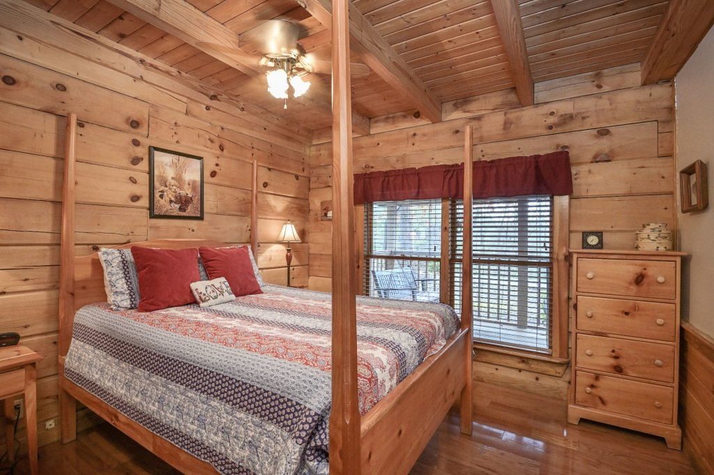 Photo of a Pigeon Forge Cabin named  Heaven's Delight - This is the fourteenth photo in the set.