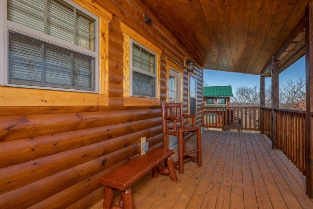 Photo of a Pigeon Forge Cabin named Allstar Pool Lodge - This is the thirty-third photo in the set.