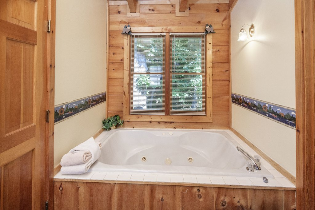Photo of a Pigeon Forge Cabin named  Bear Naked - This is the sixteenth photo in the set.