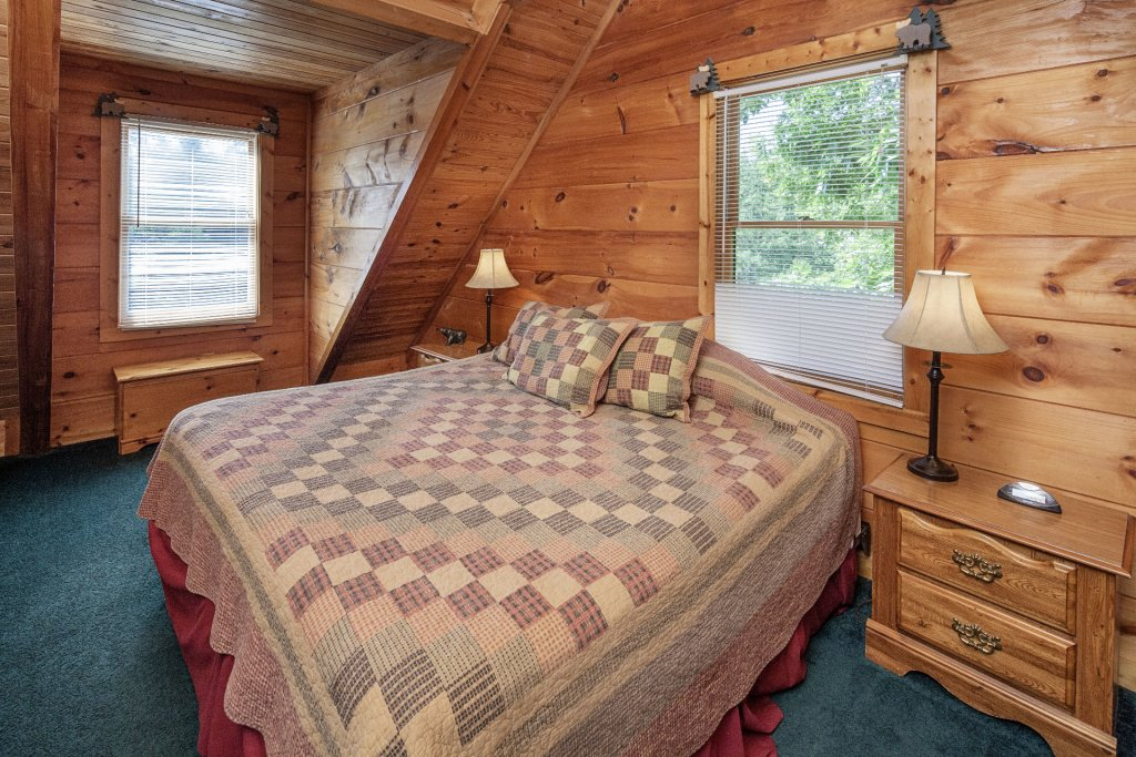 Photo of a Pigeon Forge Cabin named  Bear Naked - This is the thirteenth photo in the set.