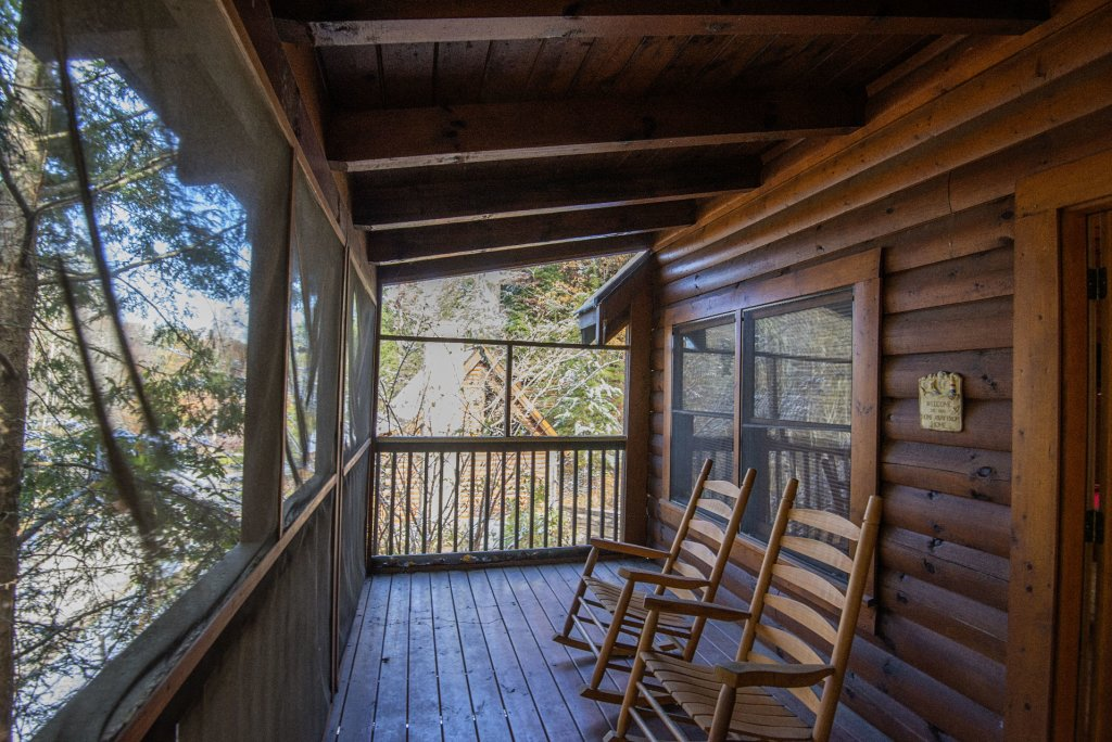 Photo of a Pigeon Forge Cabin named  Locker's Mountain Hideaway - This is the second photo in the set.