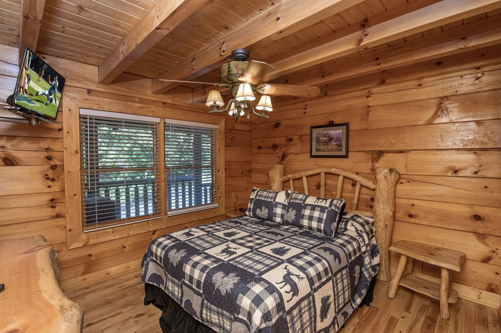 Photo of a Sevierville Cabin named The Wildlife Lodge Fka Wild Hog Inn - This is the thirty-seventh photo in the set.