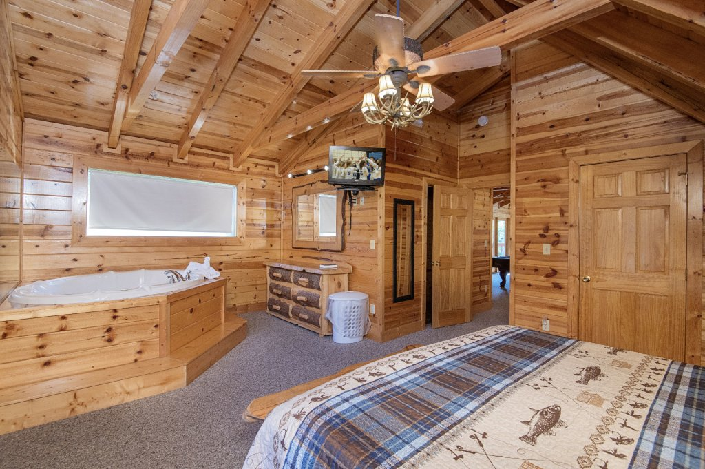 Photo of a Sevierville Cabin named The Wildlife Lodge Fka Wild Hog Inn - This is the forty-third photo in the set.
