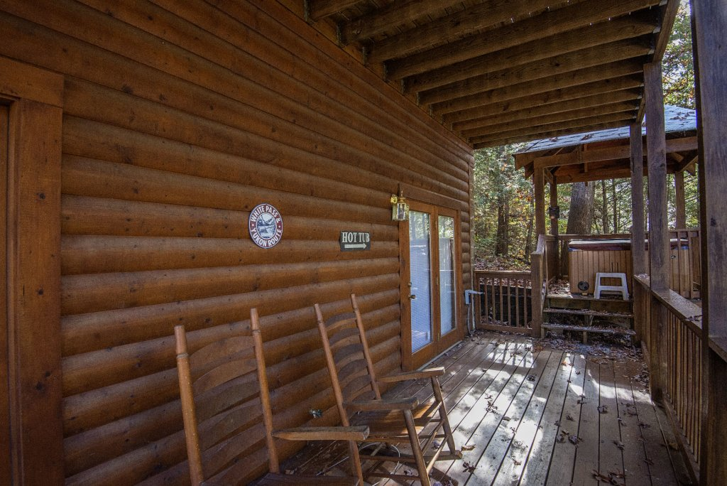 Photo of a Pigeon Forge Cabin named  Locker's Mountain Hideaway - This is the twenty-third photo in the set.