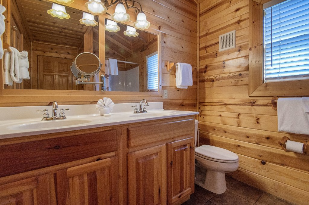 Photo of a Sevierville Cabin named The Wildlife Lodge Fka Wild Hog Inn - This is the thirty-third photo in the set.
