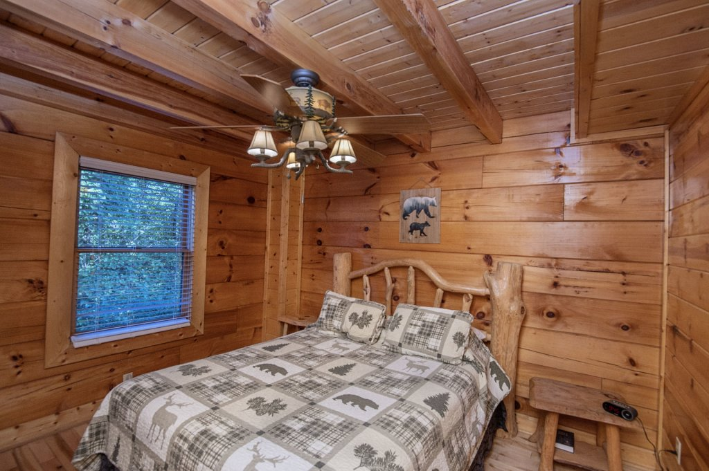 Photo of a Sevierville Cabin named The Wildlife Lodge Fka Wild Hog Inn - This is the twentieth photo in the set.