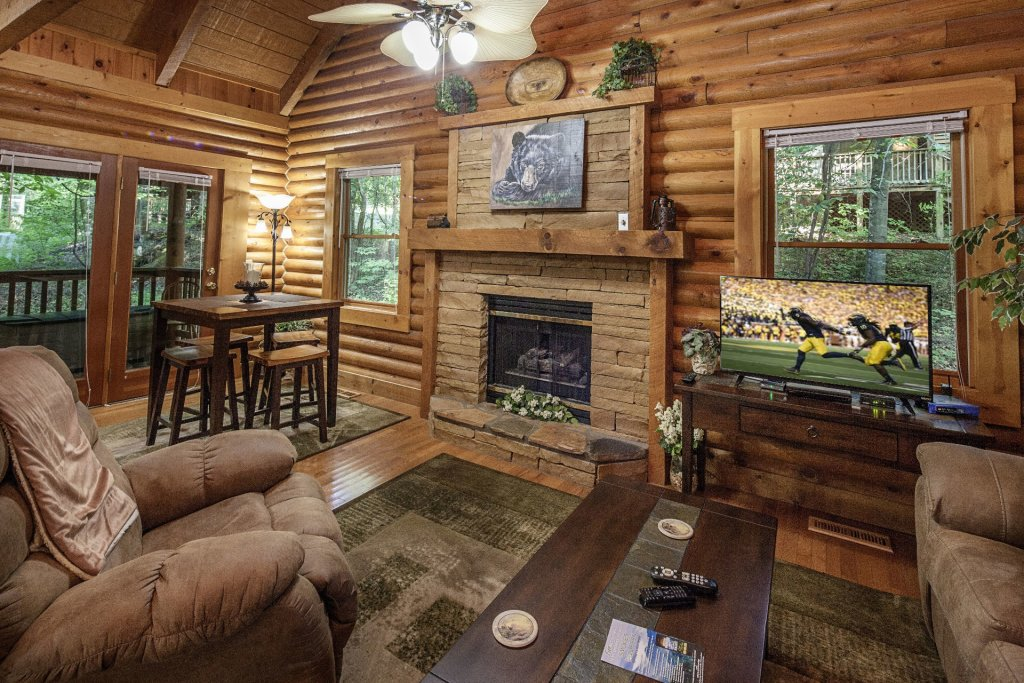 Photo of a Pigeon Forge Cabin named  Mountain Majesty - This is the second photo in the set.