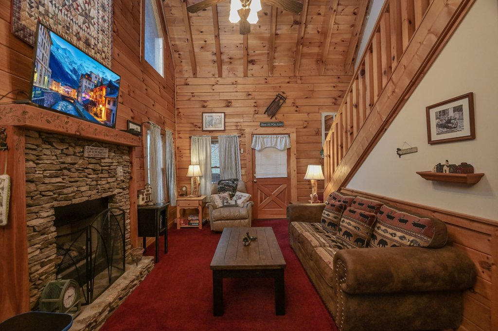 Photo of a Pigeon Forge Cabin named  Legacy Lodge - This is the third photo in the set.
