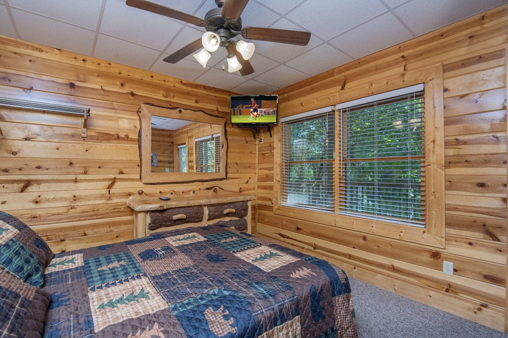 Photo of a Sevierville Cabin named The Wildlife Lodge Fka Wild Hog Inn - This is the forty-first photo in the set.