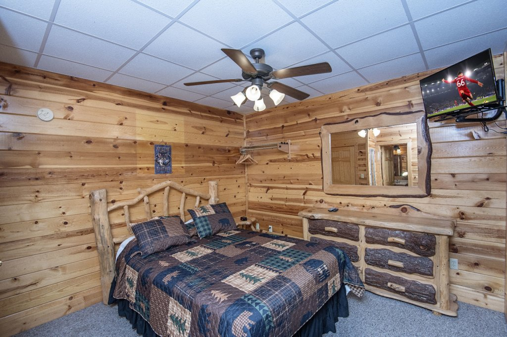 Photo of a Sevierville Cabin named The Wildlife Lodge Fka Wild Hog Inn - This is the forty-second photo in the set.