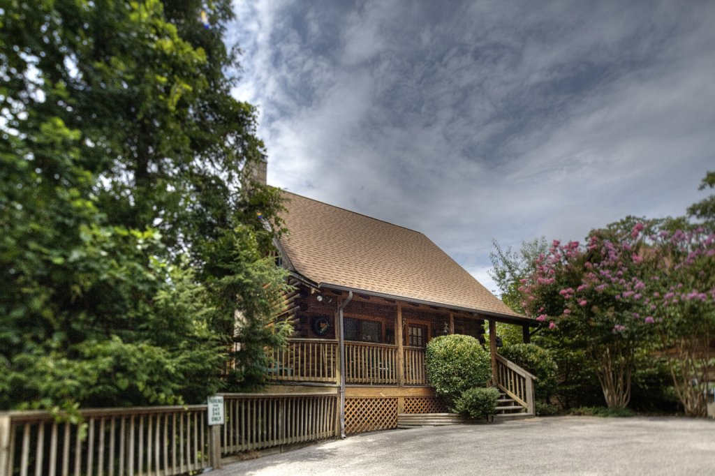 Photo of a Pigeon Forge Cabin named  Legacy Lodge - This is the first photo in the set.