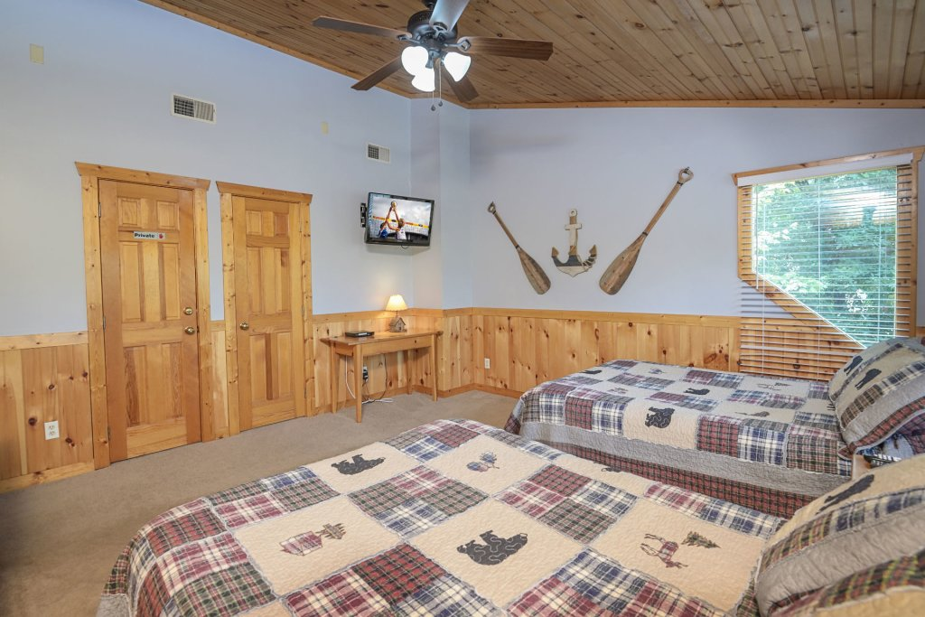 Photo of a Pigeon Forge Cabin named  Best Of Both Worlds - This is the thirty-fifth photo in the set.