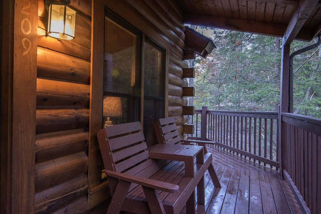 Photo of a Pigeon Forge Cabin named  Cuddlin' Up - This is the fifteenth photo in the set.