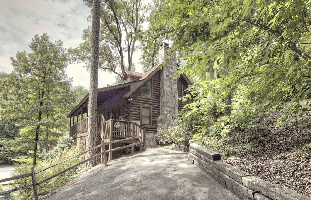Photo of a Pigeon Forge Cabin named  Mount Richmond - This is the second photo in the set.