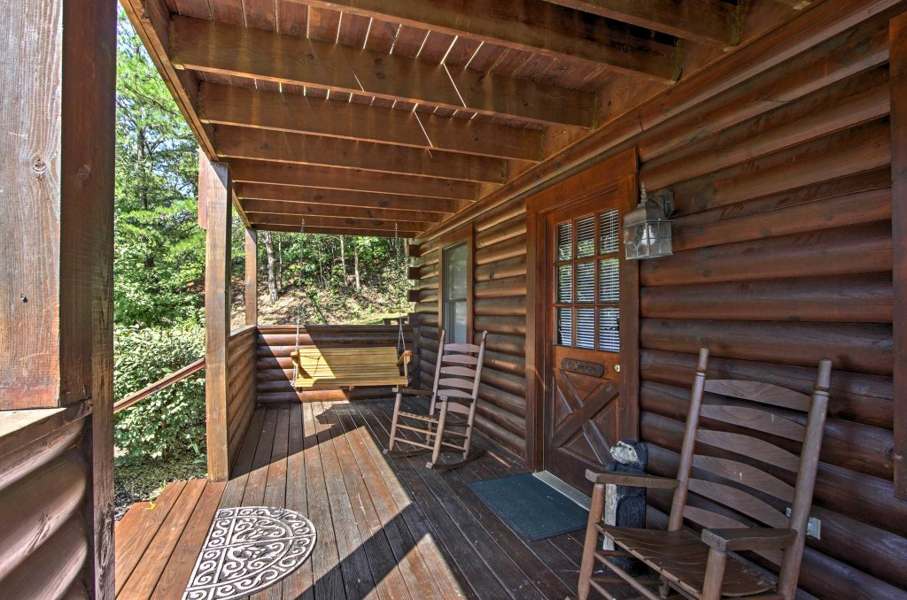 Photo of a Pigeon Forge Cabin named  Honeysuckle Holler - This is the second photo in the set.
