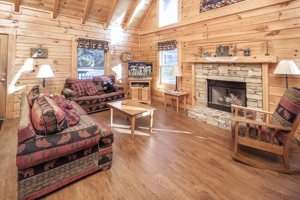 Photo of a Pigeon Forge Cabin named  On Eagles' Wings - This is the third photo in the set.
