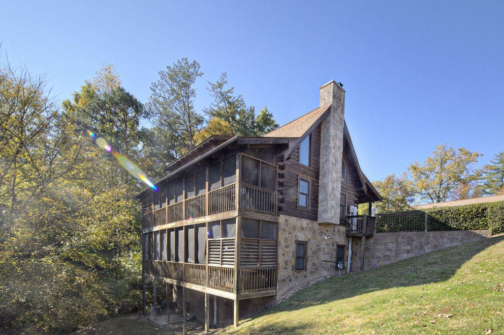 Photo of a Pigeon Forge Cabin named  On Eagles' Wings - This is the twenty-seventh photo in the set.