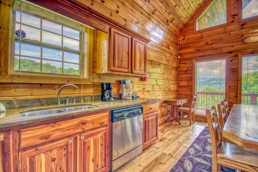 Photo of a Gatlinburg Cabin named Redneck Ritz #724 - This is the twenty-second photo in the set.