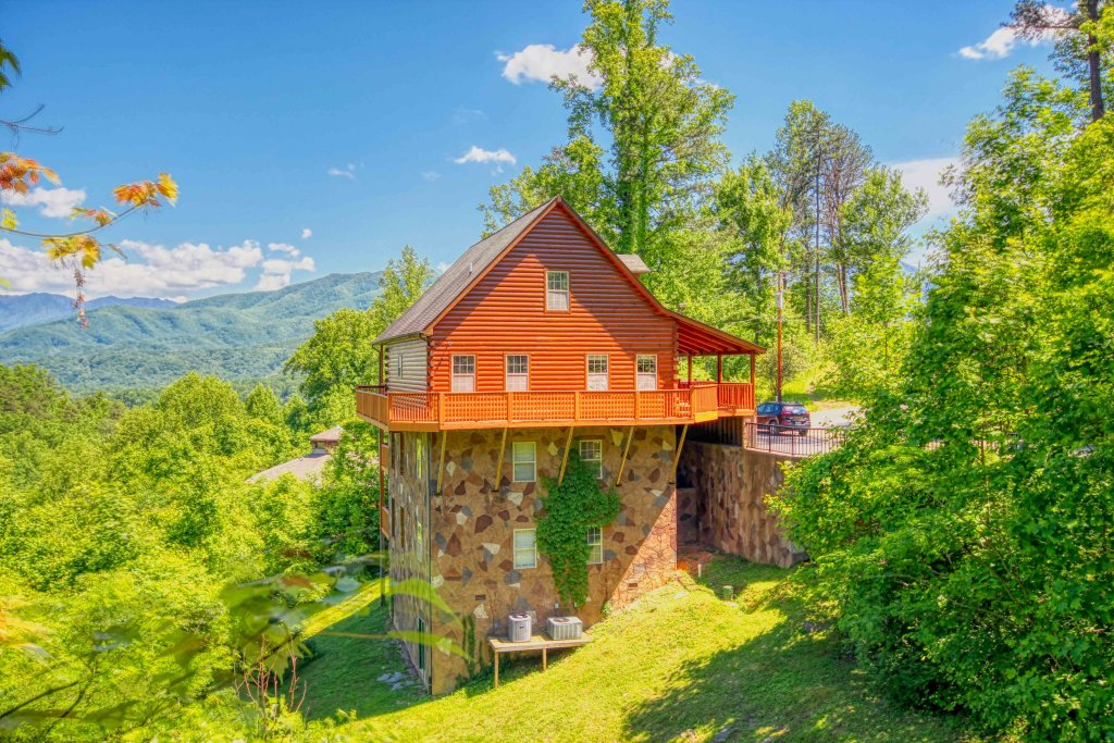 Photo of a Gatlinburg Cabin named Redneck Ritz #724 - This is the sixteenth photo in the set.