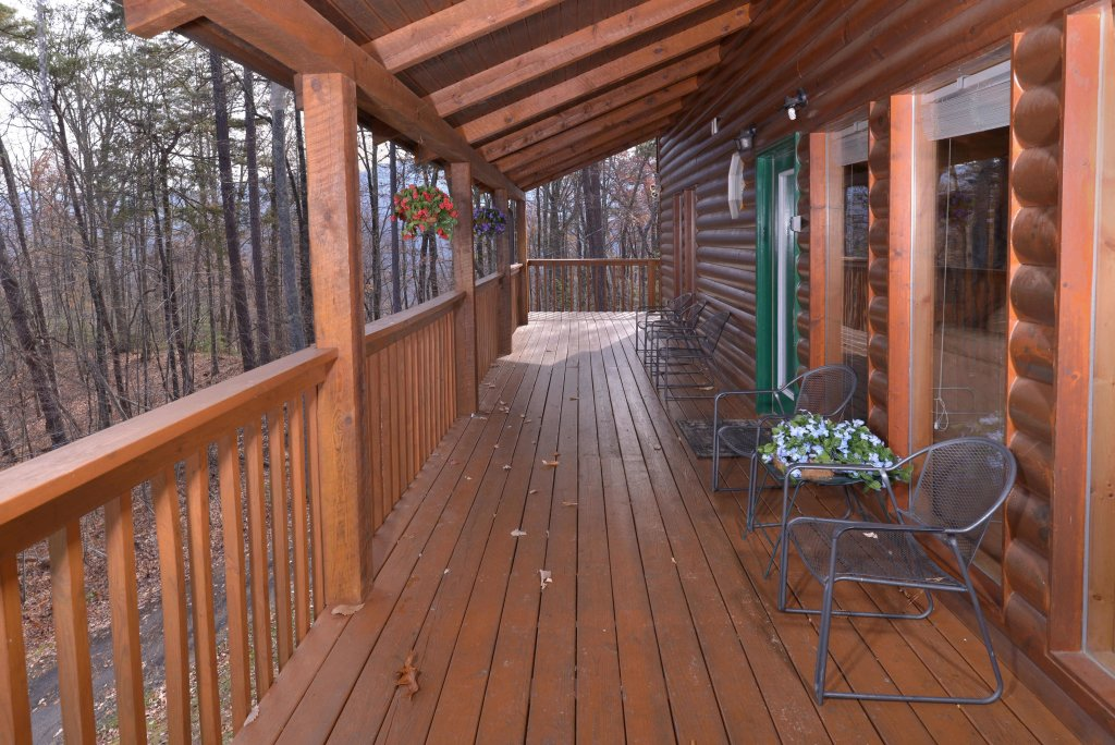 Photo of a Gatlinburg Cabin named Love & Laughs #11 - This is the thirty-fourth photo in the set.