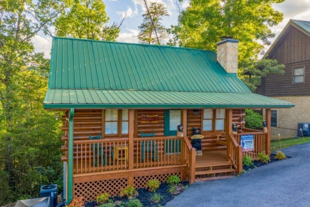 Photo of a Pigeon Forge Cabin named Southern Charm - This is the first photo in the set.