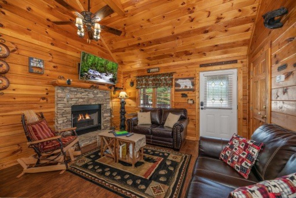 Photo of a Pigeon Forge Cabin named Southern Charm - This is the fourth photo in the set.