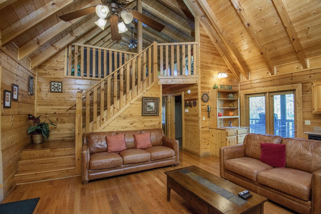 Photo of a Pigeon Forge Cabin named  Black Hawk Hideaway - This is the fifth photo in the set.